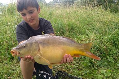 Ryba bola ulovená na boilies značky starbaits N.F.S, na fotke je môj syn.